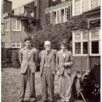 Sigmund Freud - portrait of the Austrian neurologist and founder of psychoanalysis in exile in London with his two grandsons Anton Walter (l) and Lucian (l), 1938.